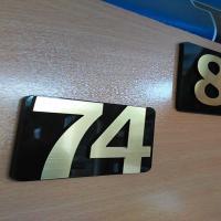 پلاک راهنما -حروف برجسته طلایی