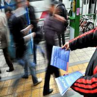 پخش تراکت در سطح شهر تاکستان