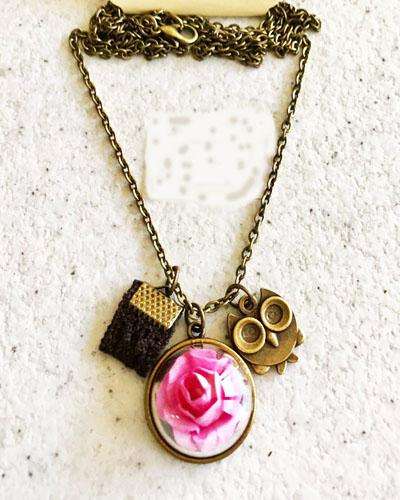 گردنبند رومانتویی طرح گل صورتی و جغد