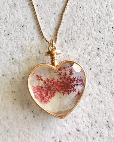 گردنبند رومانتویی شیشه ای گل خشک قرمز