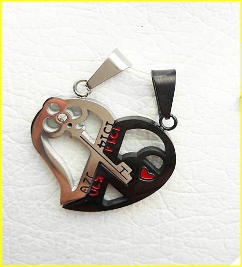 گردنبند قلب دو تکه استیل کد 3 با دو زنجیر