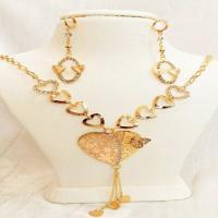 نیم ست زنانه قلب و پروانه طرح طلا (نیم ست)