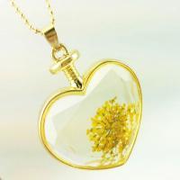 گردنبند شیشه ای گل خشک زرد
