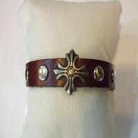 خرید اینترنتی دستبند چرم طبیعی مردانه طرح صلیب