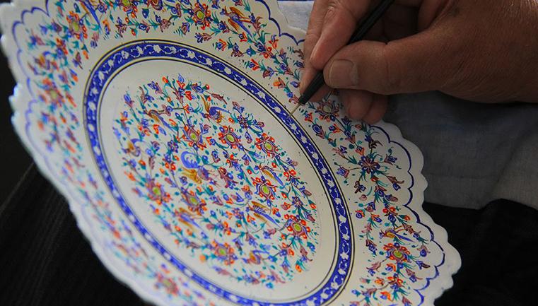 کلاس های صنایع دستی در آموزشگاه نجفی