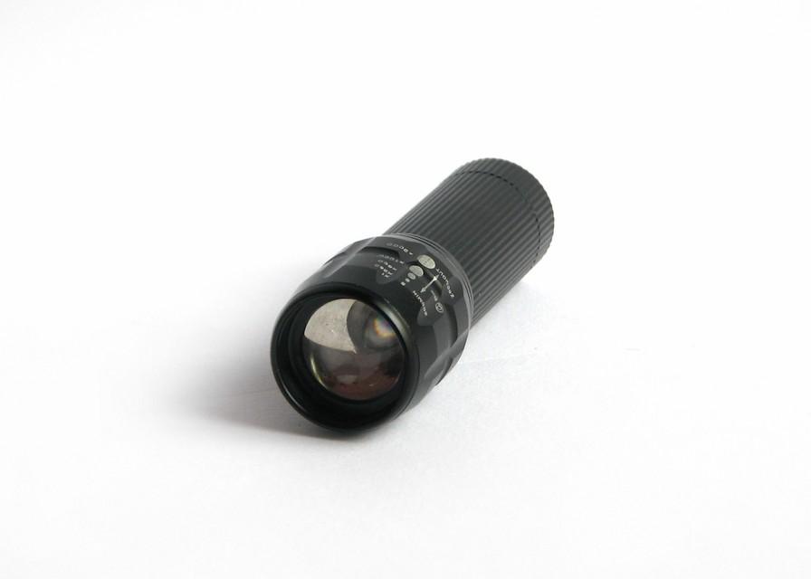 چراغ قوه 3 باطری W 8000 با لامپ XP-E