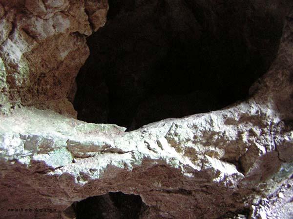 غار سیاه استخر