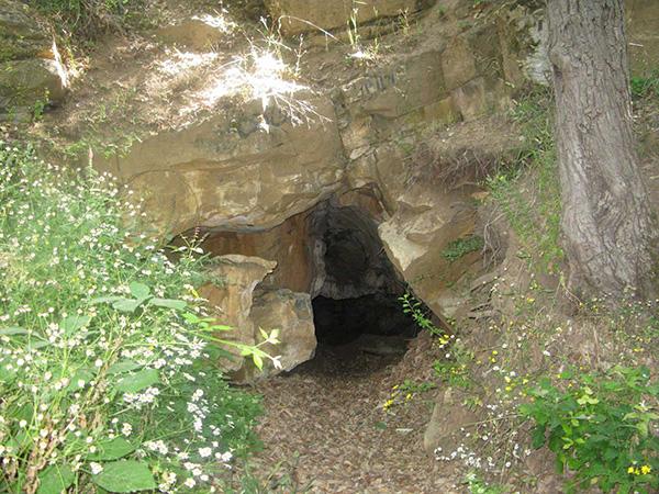 غار چشمه باد