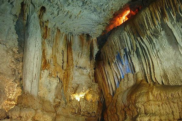 غار داوران
