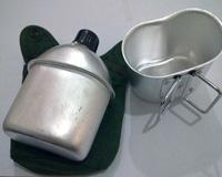قمقمه آب به همراه یقلوی