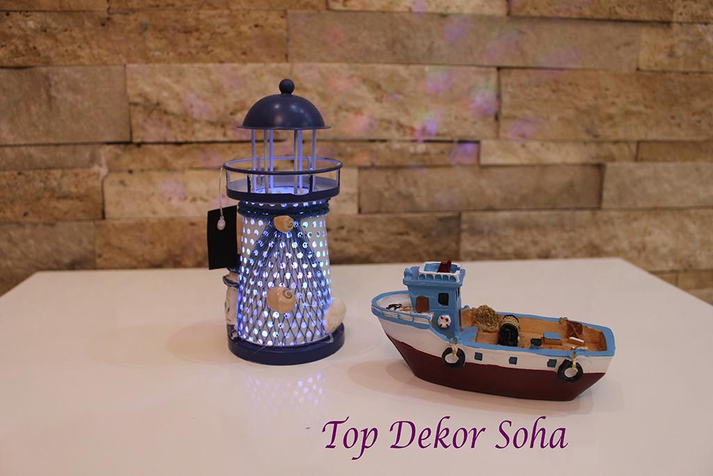 مجسمه کشتی و فانوس دریایی