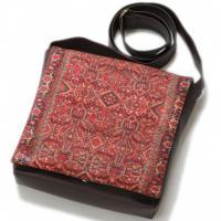 کیف چرمی خورجینی طرح فرش