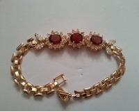 دستبند نگین دار طلایی