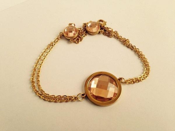 دستبند طلایی سه نگینه بانوان stainless (رنگ ثابت)