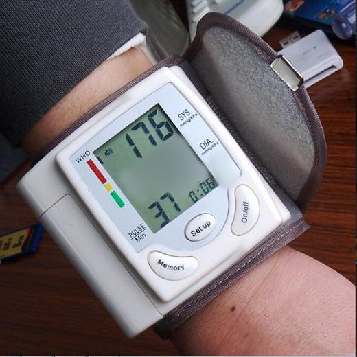 دستگاه فشارسنج دیجیتالی |