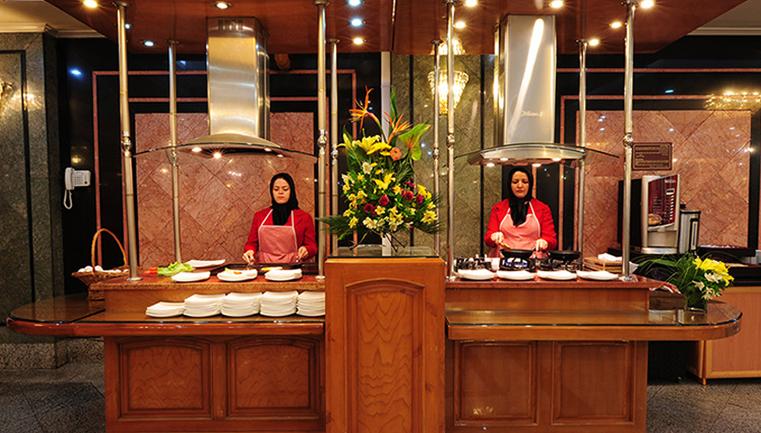 بوفه آزاد صبحانه هتل بین المللی قصر