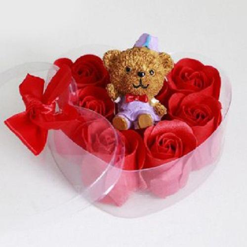 پکیج کادویی خرسی و گل های معطر روز عشق