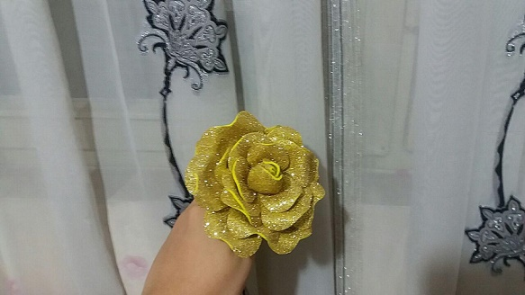گل رز اکلیلی