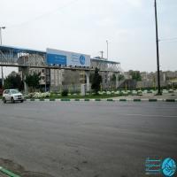 تابلو پل عابر پیاده تقاطع جانباز و بزرگراه آزادی مشهد (دید از میدان قائم)