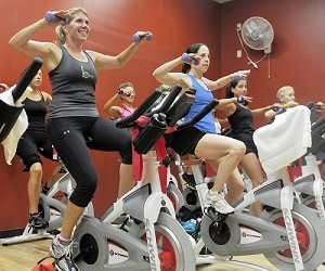 ورزش گروهی اسپینیگ(دوچرخه ثابت ویژه)= لاغری سریع و اصولی با مصرف کالری بالا