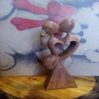 مجسمه چوبی رومانتیک